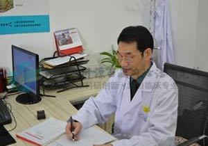 袁仁军主任为患者制定个性化治疗方案